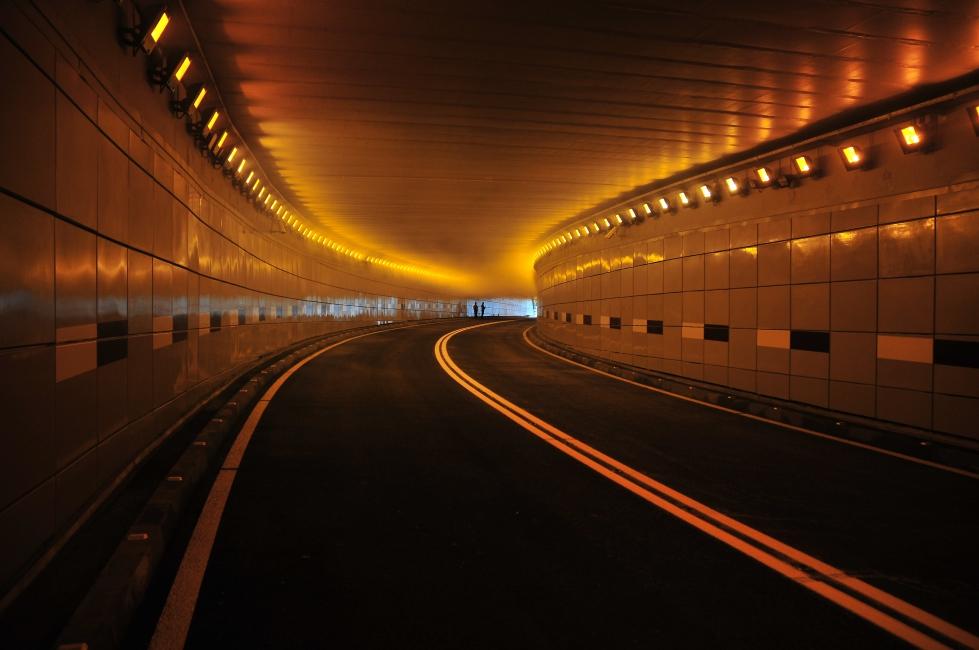 Un tir a lăsat pasajul subteran în întuneric. Primăria Craiova:  Remediem problema în cel mai scurt timp