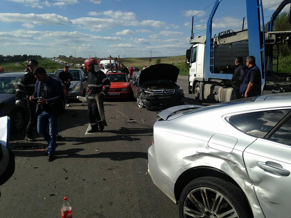 Carambol la Beharca: opt autoturisme și un TIR au fost implicate