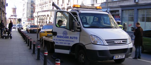 IMPORTANT.  Liber la ridicat mașinile care parchează neregulamentar. Vezi cât vor plăti șoferii prinși în offside