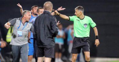 """Japcă pe față. Arbitrul Comănescu a favorizat CFR-ul, penalty inventat și eliminare cu delay la două minute după """"fault"""""""