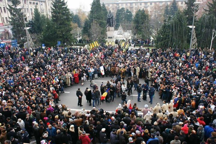 """1 Decembrie la Craiova: paradă militară, spectacol folcloric si Festivalul """"Adrian Păunescu"""""""