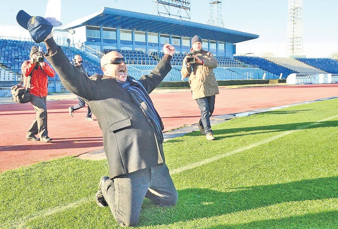 """Prima """"privatizare"""" a stadionului a avut loc pe vremea lui Mititelu. De ce nu poate să joace FCU pe noul Oblemenco și ce solicita Mititelu municipalității în 2010?"""