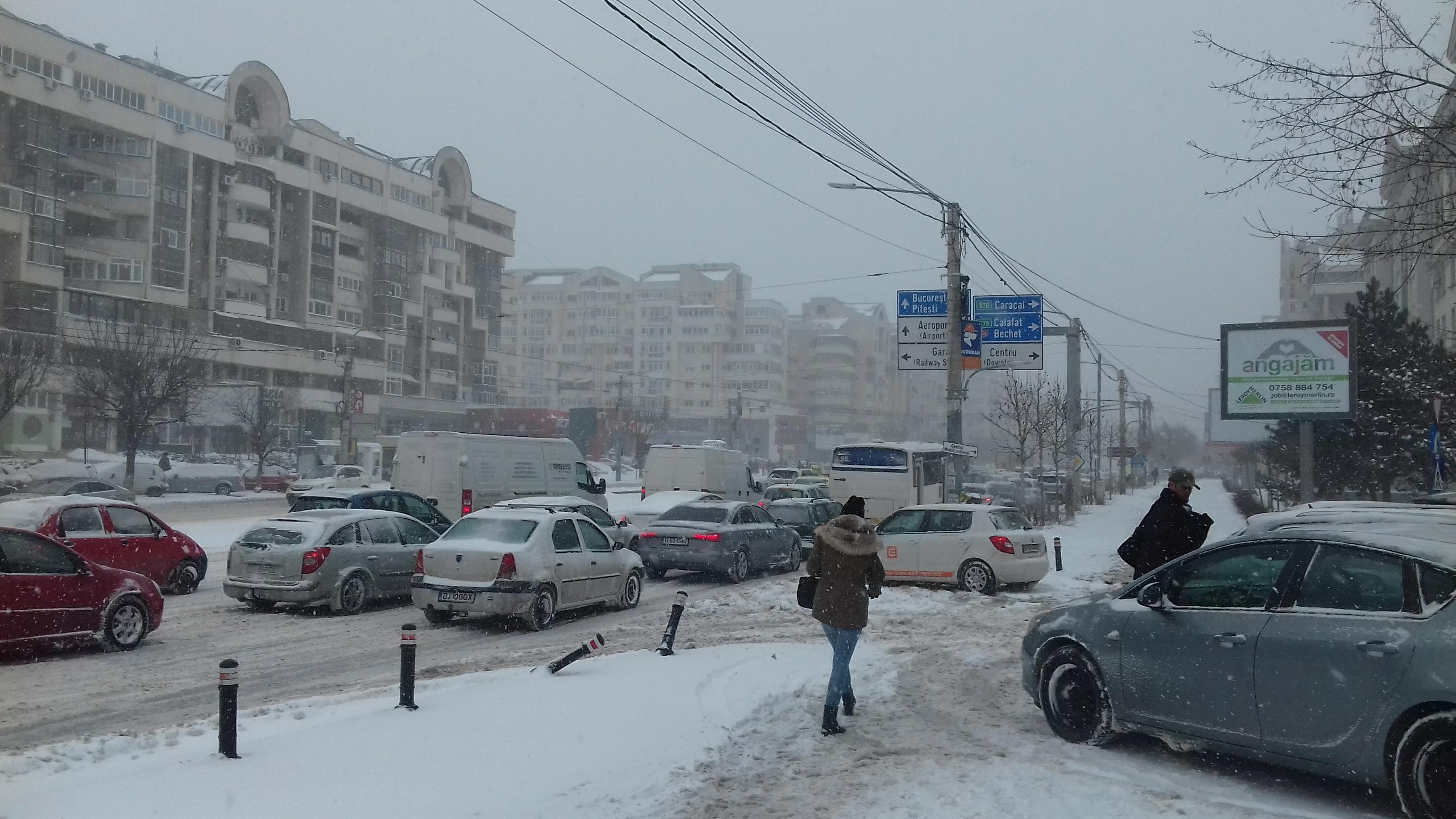 Genoiu: Rog locuitorii Craiovei să evite deplasările care nu sunt absolut necesare pentru a evita astfel producerea de ambuteiaje. Salubritate Craiova: Răspundem sesizărilor la telefonul cetățeanului -0251/984