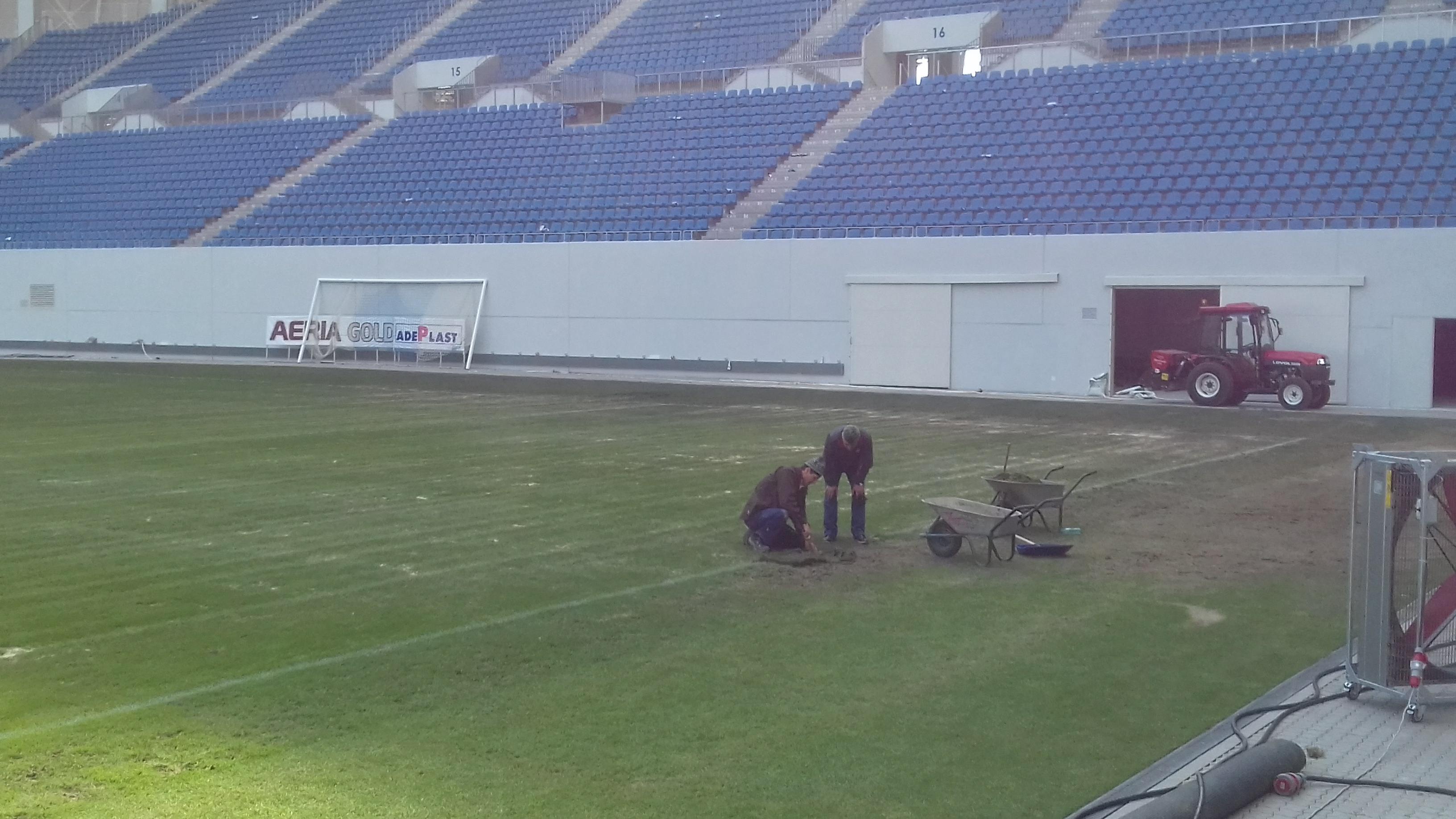 Gazonul de pe Oblemenco, supervizat de o societate din Olanda care se ocupă de terenurile unor stadioane celebre. VIDEO