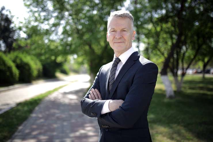 Președintele FORD România, mesaj către autorități: Prioritare pentru noi ar fi: șoselele de centură din jurul orașelor Balș și Slatina. La fel de importantă este și calea ferată  Craiova-Timișoara și Craiova-Calafat